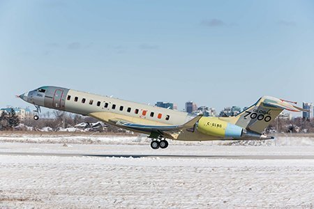 Take off of fifth Global 7000 flight test vehicle